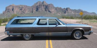 Прикрепленное изображение: Chrysler Town & Country Wagon - 1976.03.jpg