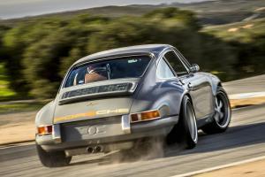 Прикрепленное изображение: Singer-911-Resto-Mod-Car-12.jpeg