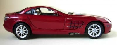 Прикрепленное изображение: CMC-M-045A-mercedes-Benz-SLR-McLaren-2003-Fabrice-Lachavanne.jpg