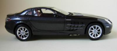 Прикрепленное изображение: CMC-M-045C-mercedes-Benz-SLR-McLaren-2003-Fabrice-Lachavanne.jpg