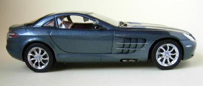 Прикрепленное изображение: CMC-M-045B-mercedes-Benz-SLR-McLaren-2003-Fabrice-Lachavanne.jpg