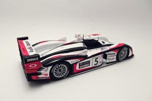 Прикрепленное изображение: Audi R8 Le Mans 2004 1.jpg