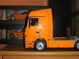 Прикрепленное изображение: Mercedes Benz Actros SL65 SLS Pure Orange Neu OVP.jpg