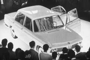 Прикрепленное изображение: 1962-1972-BMW-New-Class-BMW-1500-at-1961-Frankfurt-Motor-Show-610x407.jpg