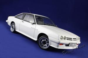 Прикрепленное изображение: Opel Manta GT-E Revell 08422_12.jpg