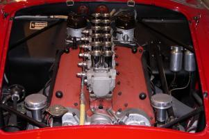 Прикрепленное изображение: 1958_Ferrari_250_Testa_Rossa_engine.jpg