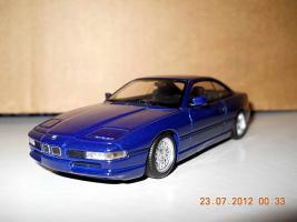 Прикрепленное изображение: Colobox_BMW_850i_E31_Minichamps~01.jpg