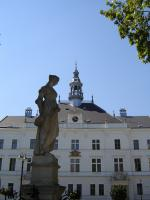Прикрепленное изображение: 112 - Валтице. Скульптура фонтана и ратуша.JPG