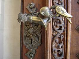Прикрепленное изображение: 322 - Глубока-над-Влтавой. Ручка двери главного входа в замок.JPG