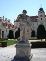 Прикрепленное изображение: 107 - Валтице. Геракл у входа в Замок Люксембургов.JPG