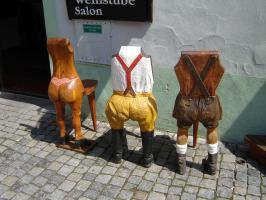 Прикрепленное изображение: 258 - Чешский Крумлов. Ресторанные стулья.JPG