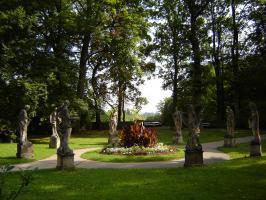 Прикрепленное изображение: 563 Статуи в парке.JPG