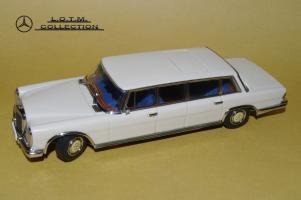 Прикрепленное изображение: 66. 1963 W100 600 LWB (AutoART) (2).JPG
