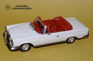 Прикрепленное изображение: 73. 1968 W111 280SE 3.5 Cabrio (Minichamps) (2).JPG
