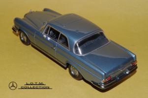 Прикрепленное изображение: 72. 1968 W111 280SE 3.5 (Minichamps) (3).JPG