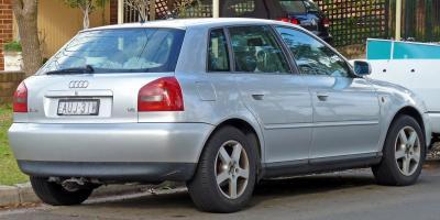 Прикрепленное изображение: 1999-2000_Audi_A3_(8L)_1.8_5-door_hatchback_01копия.jpg