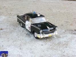 Прикрепленное изображение: Ford Fairlaine Town Sedan 1956_0-0.jpg