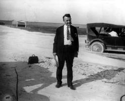 Прикрепленное изображение: 1926BarneyOldfieldstarteratFulfordMiamiSpeedway.jpg