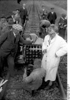 Прикрепленное изображение: Bundesarchiv_Bild_102-06123,_Burgwedel,_Raketenwagen_auf_Eisenbahnschienen.jpg