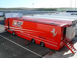 Прикрепленное изображение: Scuderia_Ferrari_2008_transporter.jpg