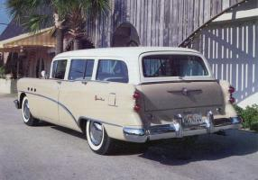 Прикрепленное изображение: Buick Century Estate Wagon 1954.jpg