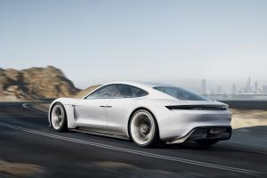 Прикрепленное изображение: Porsche Mission E-002.jpg