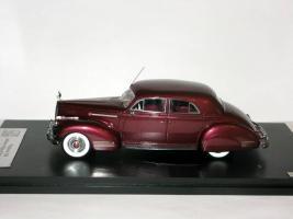 Прикрепленное изображение: Packard 180 LeBaron Sport Brougham 1941 Maroon - GLM-Models 004.JPG