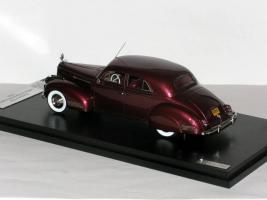 Прикрепленное изображение: Packard 180 LeBaron Sport Brougham 1941 Maroon - GLM-Models 011.JPG