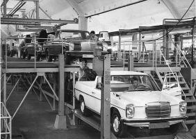 Прикрепленное изображение: Binz-licensed Mercedes-Benz W115 Pickup assembly in Argentina.jpg