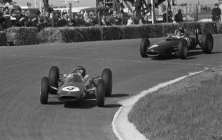 Прикрепленное изображение: Clark_at_1962_Dutch_Grand_Prix.jpg