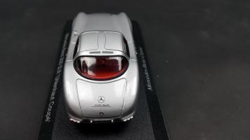 Прикрепленное изображение: Mercedes 300 SLR (9).jpg