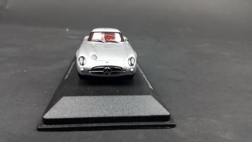 Прикрепленное изображение: Mercedes 300 SLR (2).jpg