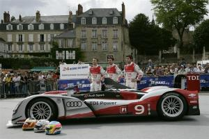 Прикрепленное изображение: 2010-Audi-R15-Plus-TDi-Image-051-1024.jpg