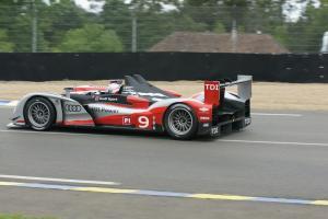 Прикрепленное изображение: Audi-R15-TDI-winner-at-2010-Le-Mans-24h-1068198931.jpg
