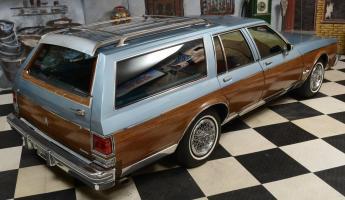 Прикрепленное изображение: 1985_Oldsmobile_Custom_Cruiser_Station_Wagon (22).jpg