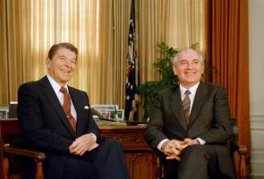 Прикрепленное изображение: reagan-gorbachev-summit-1987-1.jpg