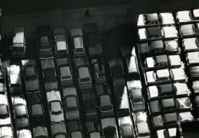 Прикрепленное изображение: DIRK_REINARTZ_NEW_YORK_1974_PARKING_LOT.jpg