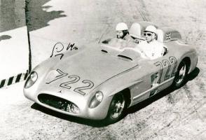Прикрепленное изображение: Sir Stirling Moss Mercedes 300 SLR Signed Photo.jpg