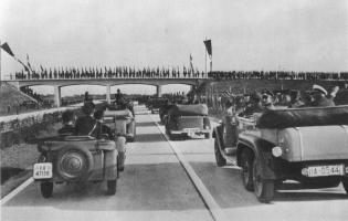 Прикрепленное изображение: Съезд НСДАП в Нюрнберге.jpg
