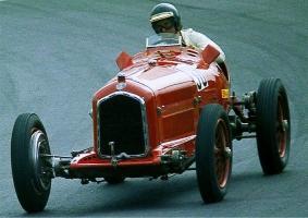Прикрепленное изображение: Alfa_Romeo_P3,_Bj_1932,_de_Cadenet_-_1977-08-14_B.jpg