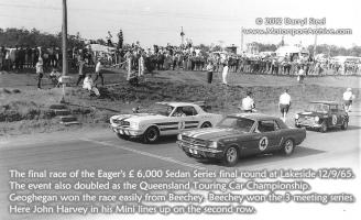 Прикрепленное изображение: Eager\'s-£6,000-Sedan-Series-final-Lakeside-12-9-65-Geoghegan-Beechey-Mustang-John-Harvey-Mini.jpg
