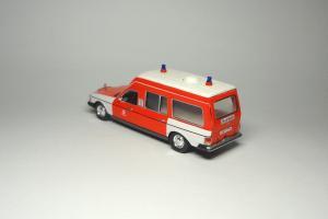 Прикрепленное изображение: MB W123 300D Hamburg Ambulance Norev (2).JPG