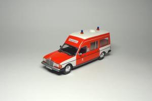 Прикрепленное изображение: MB W123 300D Hamburg Ambulance Norev (1).JPG