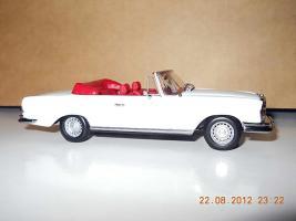 Прикрепленное изображение: Colobox_Mercedes-Benz_280SE_Cabrio_W111_Minichamps~04.jpg