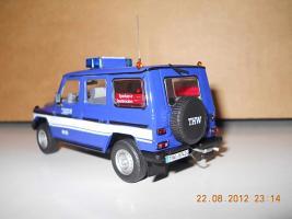 Прикрепленное изображение: Colobox_Mercedes-Benz_240GD_W460_THW_Minichamps~02.jpg