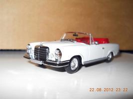 Прикрепленное изображение: Colobox_Mercedes-Benz_280SE_Cabrio_W111_Minichamps~02.jpg