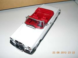 Прикрепленное изображение: Colobox_Mercedes-Benz_280SE_Cabrio_W111_Minichamps~01.jpg