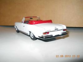 Прикрепленное изображение: Colobox_Mercedes-Benz_280SE_Cabrio_W111_Minichamps~03.jpg