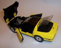 Прикрепленное изображение: Chevrolet Corvette 1986 ERTL (11).JPG