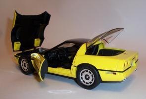 Прикрепленное изображение: Chevrolet Corvette 1986 ERTL (12).JPG